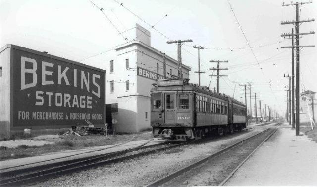 Retro - Bekins Tram